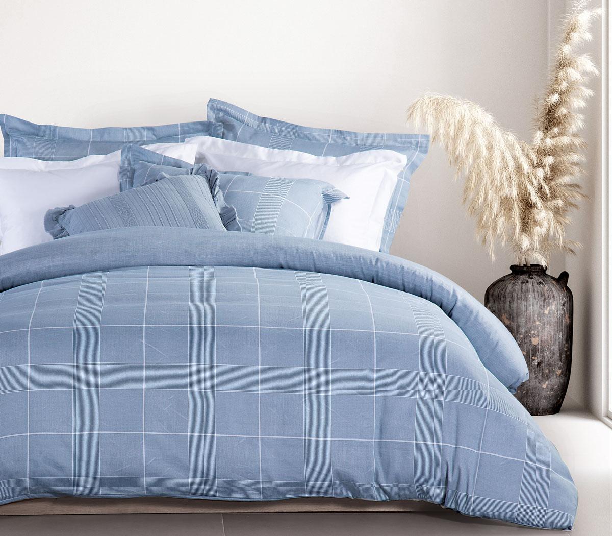 To κρεβάτι με το μπλε κουβερλί